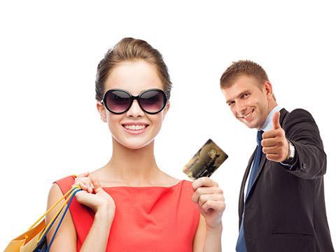 пазаруване с кредитна и дебитна карта